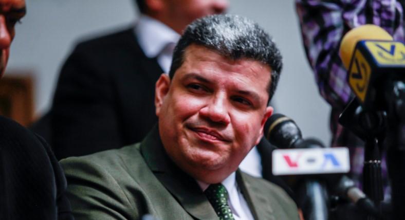 Diputado Luis Parra pudo haberse contagiado de covid-19