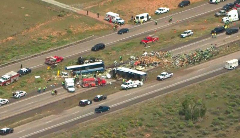 Al menos 13 personas fallecieron tras volcarse un autobús en una carretera en México