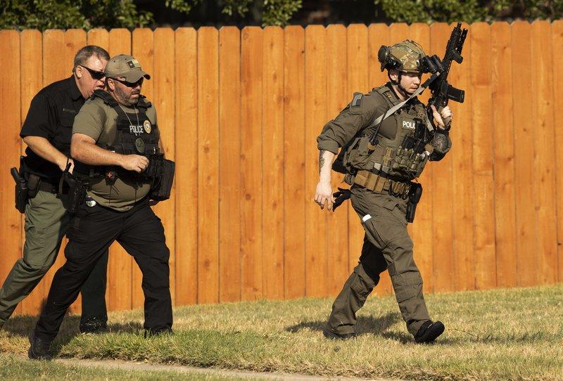Tres oficiales heridos tras tiroteo en Texas