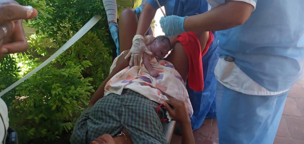 Mujer dio a luz en una patrulla de seguridad mientras era trasladada a un centro médico