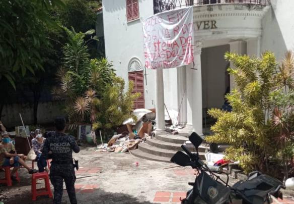 Dirigentes comunales del PSUV tomaron mansión en la Alta Florida (Caracas)