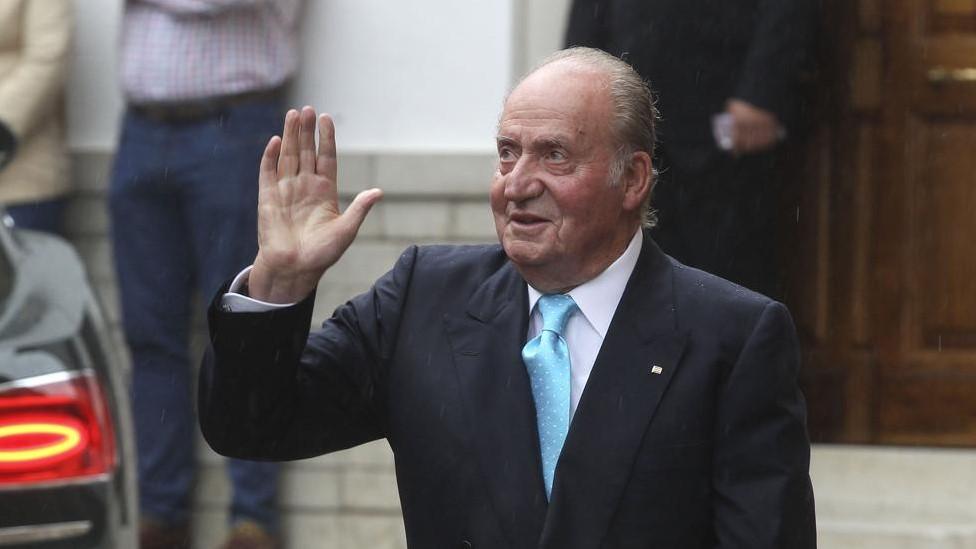 Rey emérito de España, Juan Carlos I, anunció que abandona España