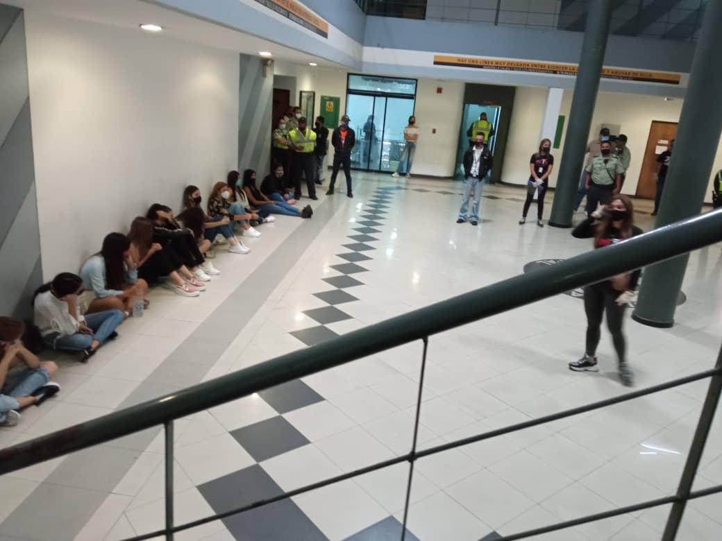 jovenes detenidos en Chacao