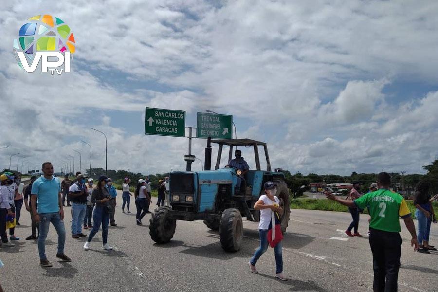 Productores agrícolas exigen se les despache combustible