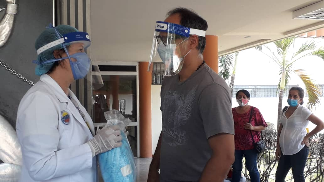 Médicos de Carabobo recolectan insumos durante radiomaratón