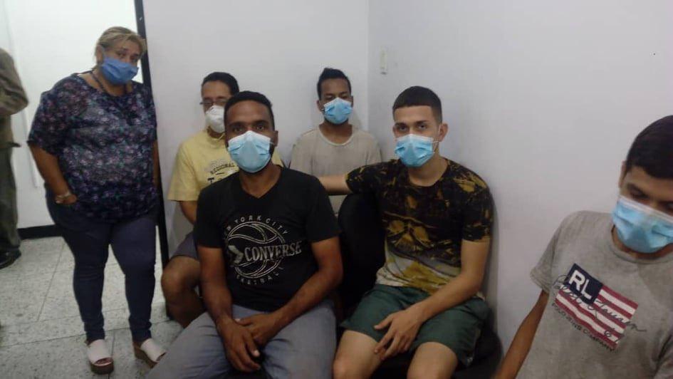 """Foro Penal: cinco presos políticos excarcelados con cautelares pesa a """"indulto"""""""