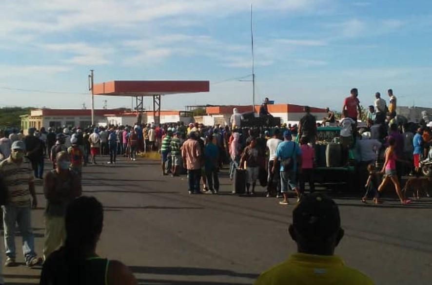 Continúan las protestas en Falcón: habitantes de Punta Cardón tomaron una E/S (+Video)
