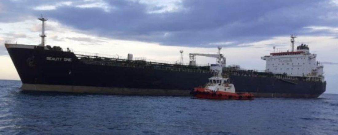 Para aliviar la escasez: se acerca cargamento con gasolina para Caracas