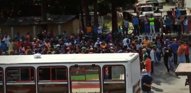 Protesta de motorizados en Villa Bruzual (Portuguesa): exigen combustible