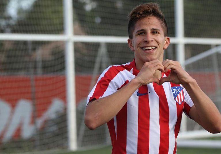 """Otro hijo del """"Cholo"""" Simeone firmó contrato como futbolista profesional"""