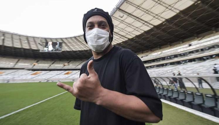 Se contagió: Ronaldinho tiene Covid-19