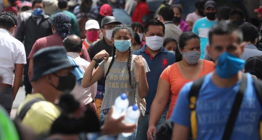 """35% de los latinoamericanos evalúan como """"muy mala"""" la actuación de las autoridades frente a la pandemia"""