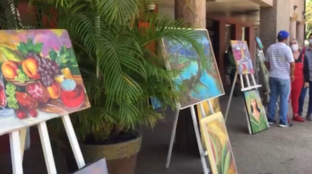 El arte contra la crisis: artistas plásticos en Sucre exhiben sus obras
