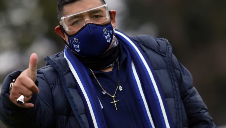 Maradona fue aislado por contacto cercano con la Covid-19
