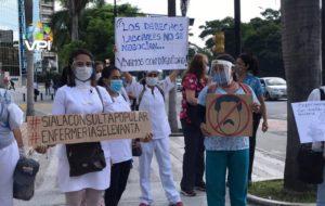 Por bajos salarios y crisis hospitalaria: enfermeras protestaron en Caracas