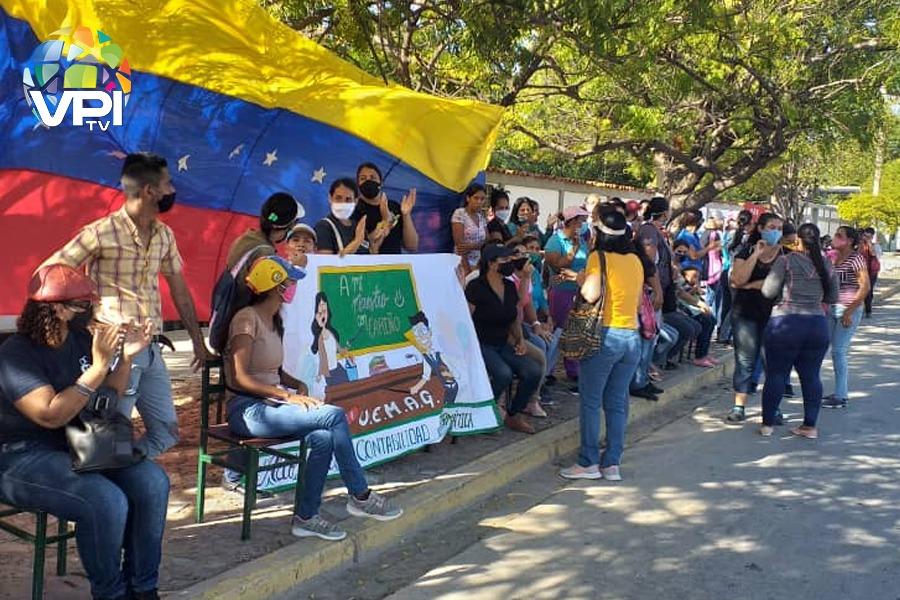 Docentes y representantes protestaron en Cumaná para exigir ser tomados en cuenta