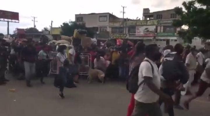 Venezolanos cruzaron a la fuerza la frontera para retornar al país