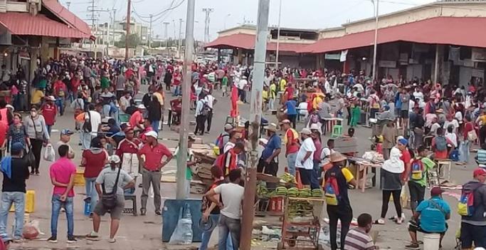 """Enfrentamiento violento en el """"Mercado de Las Pulgas"""" de Maracaibo"""