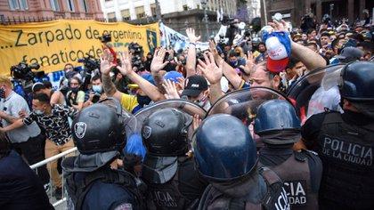 Maradona disturbios en su velorio