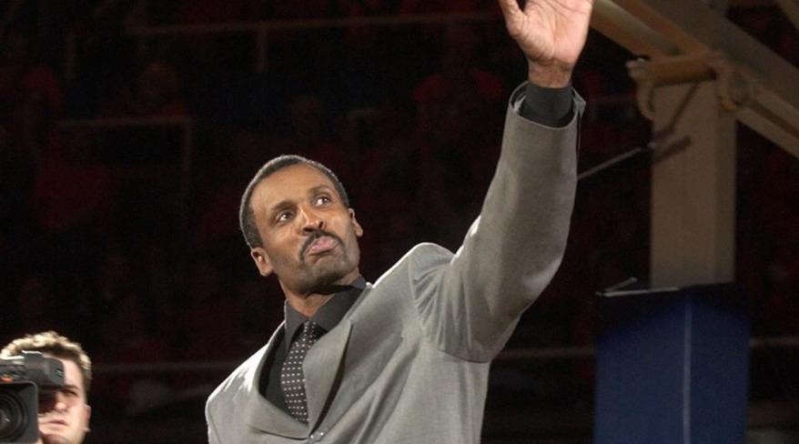 Solo y en la cárcel: así falleció esta ex estrella del baloncesto