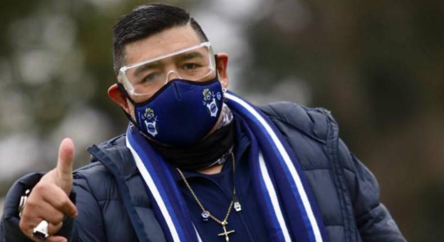 Maradona insiste en irse del hospital a pesar de recomendación médica