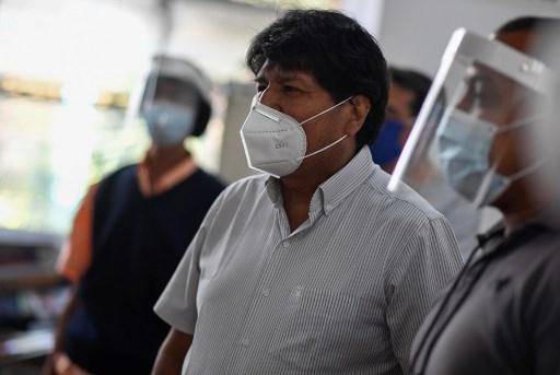 ¡En la cabeza! Le lanzaron una silla a Evo Morales