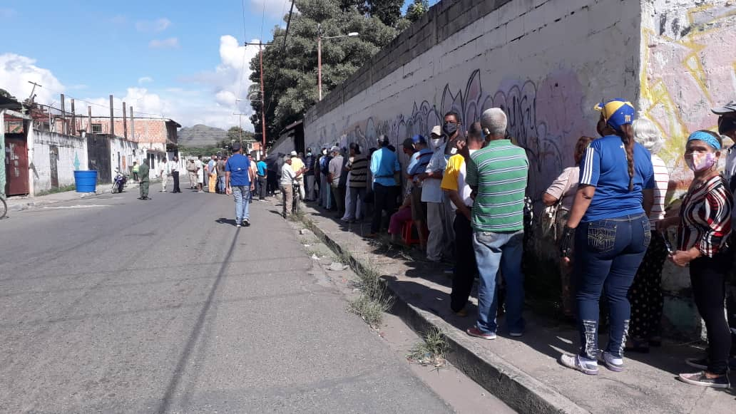Habitantes de Valencia manifestaron descontento por la ausencia de testigos de mesa